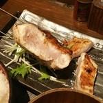 93590031 - ハサミでカットした鶏肉の断面