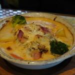クロンボ - 料理写真:煮込みハンバーグマッシュポテトをのせマッシュ