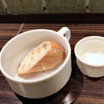 トラットリア ノイ - ほんとは、もうちょっと大きなのもう1つあって、baguette×2です。食べちゃいました(>_<)