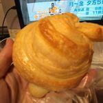 ベーカリー清水 - 料理写真:シロワッサン150円