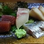 成田家 - 刺身盛合わせ 650円