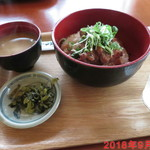 ローストビーフ丼いがらし - 牛ヒレステーキ丼 \880