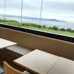 ロイヤル - 窓から見える海