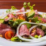 ローストビーフとアボカドのサラダ