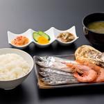 浜焼き しんちゃん - 浜焼き定食   980円