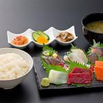 浜焼き しんちゃん - 刺身定食     1380円