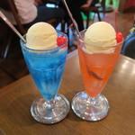 シンセツ - ブルーキュラソーのクリームソーダ&チェリーライムのクリームソーダ1
