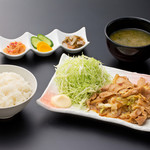 浜焼き しんちゃん - 生姜焼き定食   880円