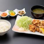 浜焼き しんちゃん - 唐揚げ定食   880円