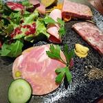 浅草 幻のあぐー豚専門肉バル グロワ グロワ -