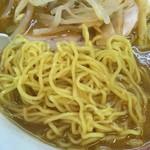 93614295 - ハルピンラーメン                       麺は細縮れ麺