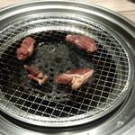 国産牛焼肉くいどん - 焼きます