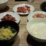 国産牛焼肉くいどん - ご飯、スープ、肉