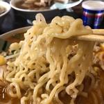 正華飯店 - 中太縮れ麺