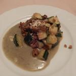 マリア・エ・マリオ イタリア料理店 - ズッキーニと鶏のゴルゴンゾーラソース
