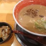 徳島ラーメン 麺王 - 徳島ラーメン 650円 チャーシュー 180円