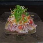 トラットリア シェ ラパン - 本日の採れたて鮮魚のカルパッチョ レモン風味のドレッシングで 写真の鮮魚はイナダです♪