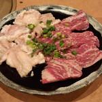 文花苑 - ホルモン(塩)(650円)+カルビ(塩)(950円)