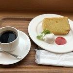 カフェイチハチロクキュウ バイマルゼン - バニラシフォンケーキのドリンクセット 650円