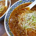 こだま - 挽肉と玉葱が醤油スープに浮かびます。