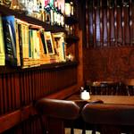 名曲・珈琲 麦 - 奥のテーブルに座りました。