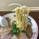 93645646 - 麺はストレート細麺で固め茹でですから博多っぽいのかな?