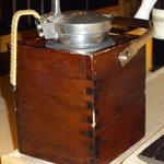 鮨でですけ - 熱燗保温器:湯煎で熱燗キープ