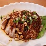 中国料理 牡丹飯店 - 確かにやみつきよだれ鶏だわ。ビール飲みたくなるから。