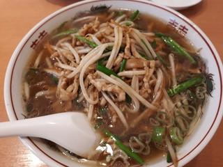中国料理 牡丹飯店 本店 - 豚肉とニラの香りラーメン。いまりちゃんとシェアしました。かなり気に入ってました。