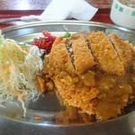 味よし味二番  - 料理写真:(名物)オープンカツ930円 ― 甘めのチキンライスにサクッと豚かつ、甘辛カレーがかけられた逸品