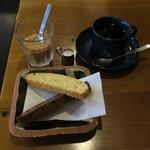 SARASA - ブラックペッパーチーズとチョコ&クランベリーのビスコッティ&自家焙煎コーヒー(さらさブレンド)2