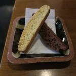 SARASA - ブラックペッパーチーズとチョコ&クランベリーのビスコッティ&自家焙煎コーヒー(さらさブレンド)3