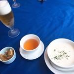 93656101 - ビールのつまみの搾菜、クラムチャウダーとお茶