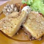 アデッジ - アッシュ パルマンティエセット¥1380(税込) (ひき肉、ジャガイモ、チーズの重ね焼き) アッシュパルマンティエ+デリ3種+ドリンク