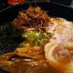 麺屋 稀水 - 料理写真:揚げネギ醤油チャーシュー/麺極太ちぢれ低加水麺