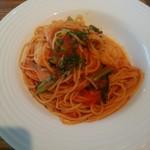 インコントロ - 小エビと小松菜のトマトソーススパゲッティー