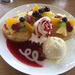 森のキッチン - ベリーソースのフルーツパンケーキ