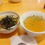93667427 - サラダとスープ。
