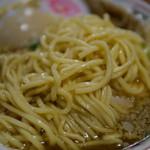 オールド スクール 中華そば ミヤ デ ラ ソウル - 特製背脂中華ソバ 麺アップ