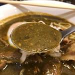 若草カレー本舗 - カレーラーメンのスープ