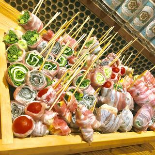 新潟から直送の食材を使った豚バラ巻き串