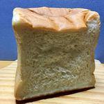 93671184 - これが整理券の必要な「純生食パン」です♫