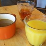 キッチン ロッコ - ランチスープ・オレンジジュース・ウーロン茶
