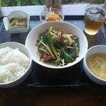 鶏白湯麺飯 暖家 - 豚レバニラ定食 880円