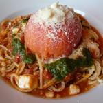 大地のダイニング ペペローネ - 料理写真:完熟トマトまるまるのモッツァレラチーズ