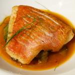 93682124 - 釣りキンメのポワレ ヒラタケのスープ仕立て サフラン風味