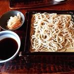 蕎麦処 多賀 - 辛味大根そば(2枚重ね)1600円。