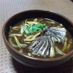 やぶ久 - 2018年10月メニュー。『茄子の天ぷら入り きのこカレー蕎麦』税込み920円