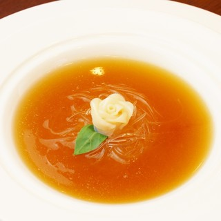 料理長の腕が光る、本格的かつ繊細な創作中華料理に驚きの連続!