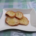イタリア料理 B-gill - ガーリック・バゲット